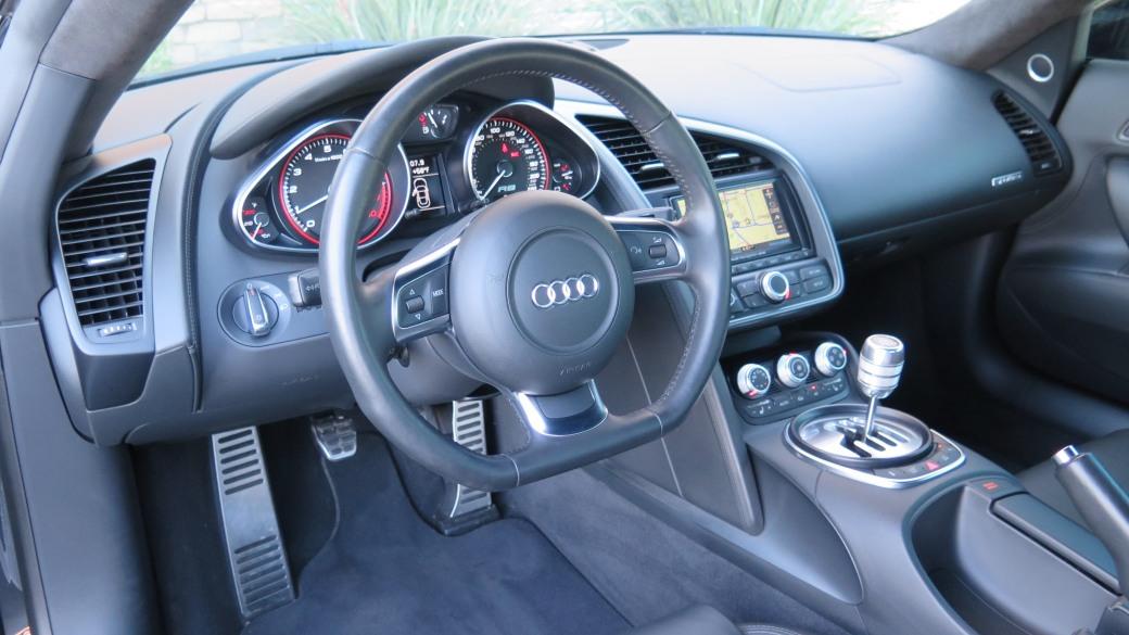 Audi R8-2